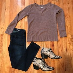 Sweaters - V Neck Old Navy Sweater